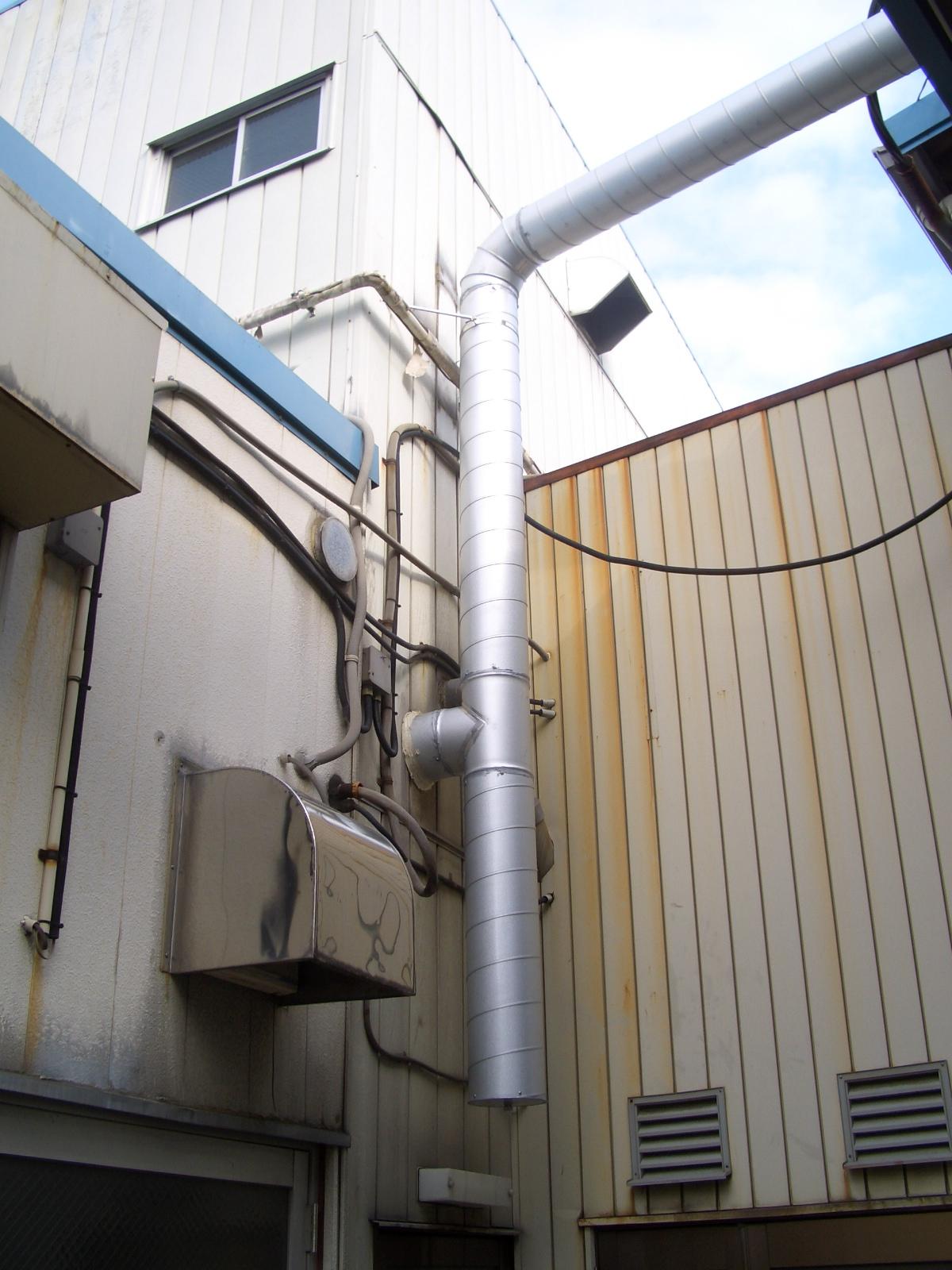 排気ダクト設置工事