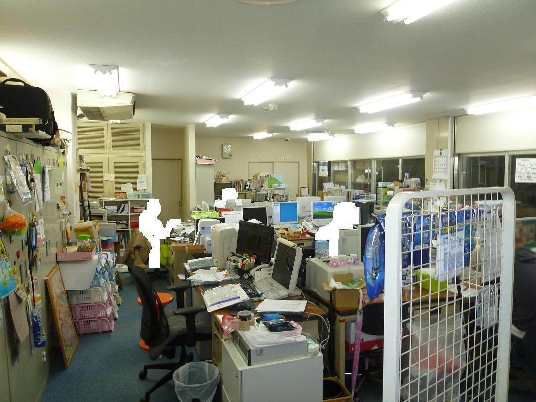 倉庫内事務所改善工事施工前