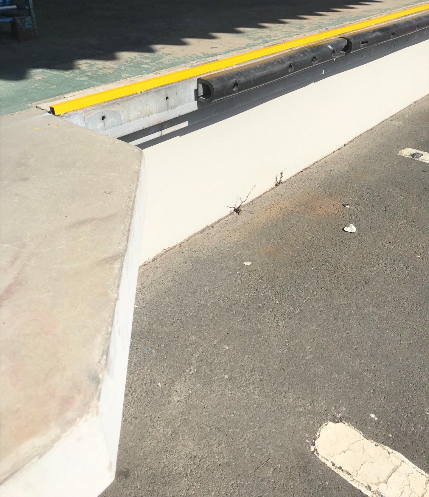 フォークリフト転落防止 設置工事